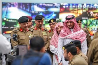وزير الداخلية يتابع إجراءات تنفيذ خطة أمن الحج في ساحات المسجد الحرام