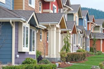 مبيعات المنازل الأمريكية تتراجع 2.2% في ظل ندرة المعروض