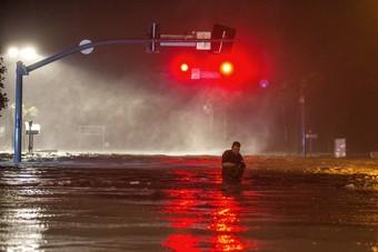 بسبب إعصار.. حظر تجول وانقطاع الكهرباء في دالاس الأمريكية