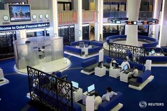 """تباين في أداء الأسواق الخليجية .. و""""دبي"""" يهبط بضغط من أسهم البنوك"""