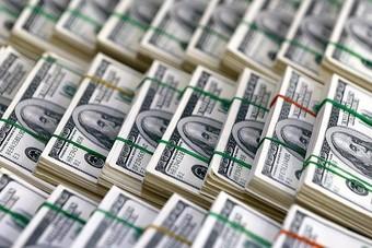 الدولار مستقر أمام معظم العملات الرئيسية في تعاملات راكدة