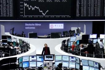 أسهم أوروبا تتراجع مع ترقب المستثمرين تفاصيل اتفاق تجارة