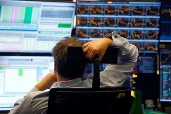 الأسهم الأوروبية تهبط وسط هدوء العطلات
