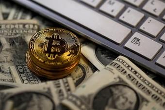 ارتفاع عملات بيتكوين ولايتكوين وريبل المشفرة أمام الدولار