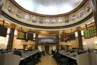البورصة المصرية تخسر 5.6 مليارات جنيه وتراجع جماعي بمؤشراتها