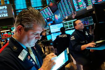 """الأسهم الأمريكية تهبط أكثر من 1% بفعل مخاوف من فيروس """"كورونا"""""""