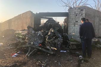 """تحطم طائرة ركاب من طراز """"بوينج 737"""" في إيران عقب إقلاعها"""