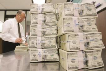 الدولار يرتفع مع تفاؤل مستثمري العملات بمتانة الاقتصاد الأمريكي