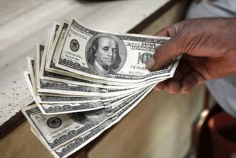 الدولار في أعلى مستوى في 4 أشهر واليورو يتراجع