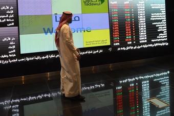 الأسهم السعودية تقود صعود أغلب بورصات الخليج ودبي تتراجع