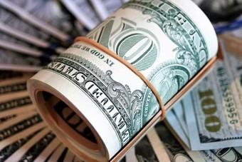 ارتفاع طفيف للدولار بعد مراهنات على رفع أسعار الفائدة