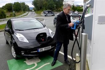 السيارات الكهربائية تستحوذ على 44% من سوق السيارات بالنرويج في يناير