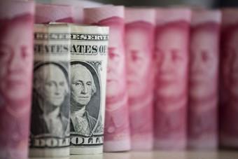 اليوان يصعد مع الإقبال على المخاطرة.. والدولار يسجل أعلى مستوى هذا العام