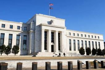 """ترمب يحث الاحتياطي الفدرالي """"البطيء"""" على خفض معدل الفائدة"""