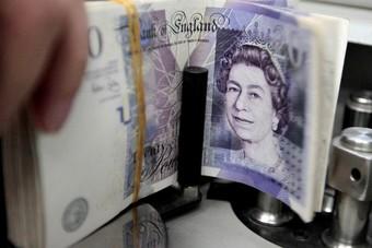 الاسترليني يهبط أمام الدولار مع ترقب الأسواق حزمة تحفيز مالي في أمريكا
