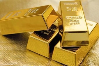 الذهب يهبط أكثر من 1% مع انتعاش الأصول عالية المخاطر بدعم من آمال تحفير عالمي