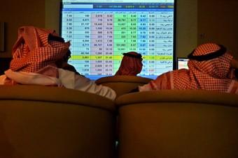 السوق السعودية تمحو غالبية مكاسبها عند الإغلاق بسيولة هي الأعلى منذ مطلع العام