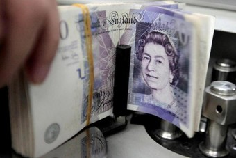 الإسترليني يرتفع مقابل اليورو والدولار