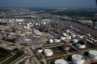 مخزونات النفط الأمريكية ترتفع بأقل من المتوقع الأسبوع الماضي