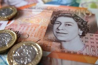 الإسترليني يرتفع مقابل اليورو والدولار الأمريكي