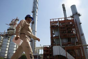خفض إنتاج النفط المكسيكي 100 ألف برميل يوميا سيستمر شهرين