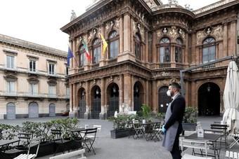 تراجع العدد اليومي للوفيات والإصابات بكورونا في إيطاليا