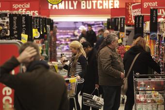 تراجع لأسعار المستهلكين في أمريكا خلال الشهر الماضي