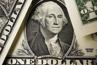 الدولار يتجه لتحقيق مكسب أسبوعي بفعل الطلب على الملاذ الآمن