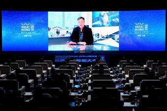 """رئيس مجموعة """"تيسلا"""" يعد بتطوير سيارة ذاتية القيادة بالكامل هذا العام"""