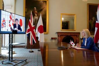 """بريطانيا تتوصل إلى أول اتفاق تجاري رئيسي مع اليابان لمرحلة ما بعد """"بريكست"""""""