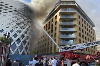 حريق في مبنى بالمنطقة التجارية في بيروت