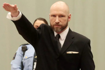 رغم قتله 77 شخصا .. المتطرف النرويجي بريفيك يطلب إطلاق سراح مبكر