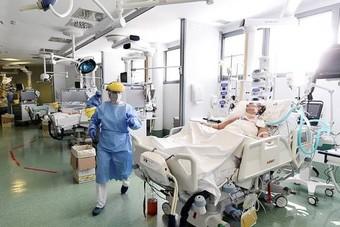 """مكسيكيون يفضلون """"الموت في المنزل"""" على دخول المستشفيات خلال الجائحة"""