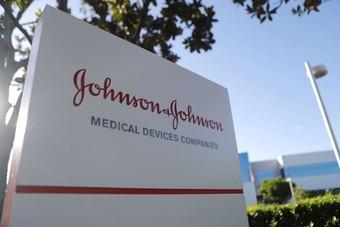 """""""جونسون آند جونسون"""" تبدأ تجارب ضخمة للقاح لكورونا من جرعة واحدة"""