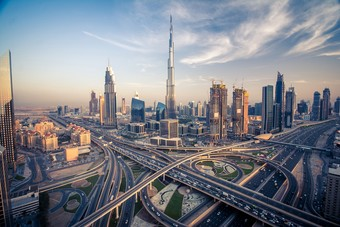 الإمارات تستأنف إصدار التأشيرات للأجانب ما عدا تصاريح العمل