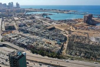 """رصد """"نبضات قلب"""" تحت مبنى مدمر في بيروت يحيي أملا بالعثور على شخص حي"""