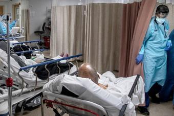 مسؤول صحي فرنسي: مستشفيات باريس على وشك الامتلاء