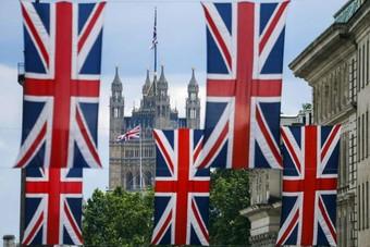 الدين العام في بريطانيا عند أعلى نسبة من الناتج المحلي الإجمالي منذ 1960