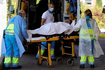 بريطانيا تسجل 26 ألف إصابة جديدة بكورونا و462 وفاة