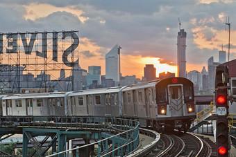 هيئة النقل العام في نيويورك تحذر من وقف 40% من خدمات قطارات الأنفاق والحافلات بسبب عجز الميزانية