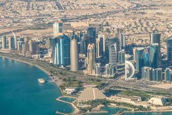 فنادق قطر تكافح للصمود .. فقدت 50 % من الموظفين
