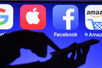 باريس تؤكد جباية الضريبة على شركات الإنترنت الكبرى في 2020