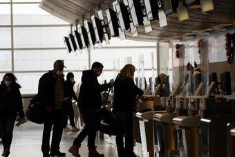 أعداد المسافرين جوا في الولايات المتحدة تهبط 61% على أساس سنوي في نوفمبر