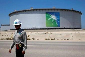 """""""أرامكو السعودية"""" تخفض إمدادات الخام لبعض شركات التكرير الآسيوية في فبراير"""