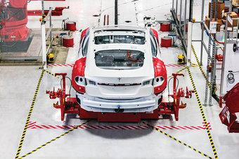 """""""تيسلا"""" تسلم نحو 499 ألف سيارة كهربائية في عام 2020"""
