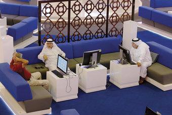 تراجع معظم بورصات الخليج والكويت تصعد بفضل البنوك