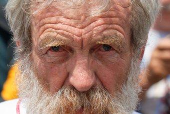 بعمر 74 عاما.. وفاة مغامر بولندي اجتاز الأطلسي 3 مرات بعد تسلقه أعلى قمة في أفريقيا