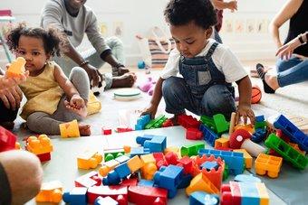 غلاء خدمات حضانة الأطفال يعيق نمو النساء في سوق العمل الأمريكية