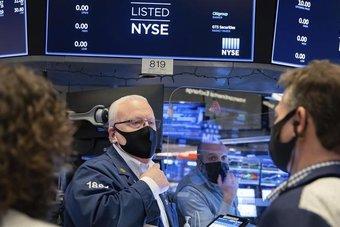 """""""ستاندرد أند بورز"""" و""""ناسداك"""" يرتفعان بفعل أسهم شركات التكنولوجيا وعوائد السندات"""