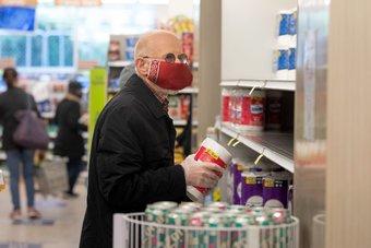 إنفاق المستهلكين الأمريكيين يقفز 2.4%.. أكبر ارتفاع في 7 أشهر